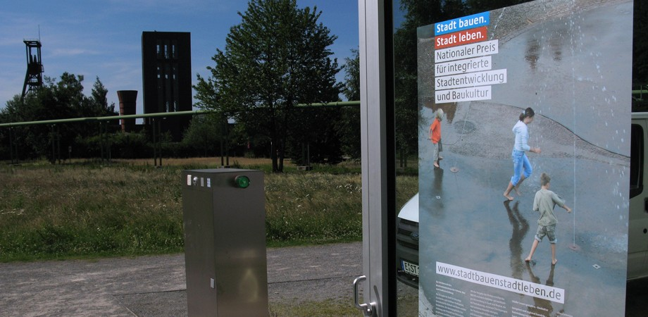 Wettbewerbsposter auf dem Gelände der Zeche »Zollverein« in Essen