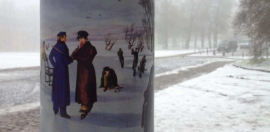 Kritischer Blick durch den Nebel - Goldwiege Ganzsäule Weimar
