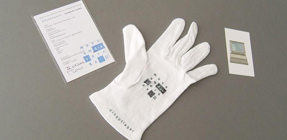 Museum der Dinge – Handschuh des Dingpflegers