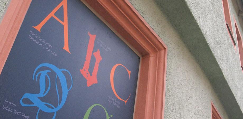 Pavillon-Presse Weimar – Typografie an der Fassade