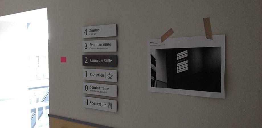 Making of Leitsystem Montage im Zinzendorfhaus 2016